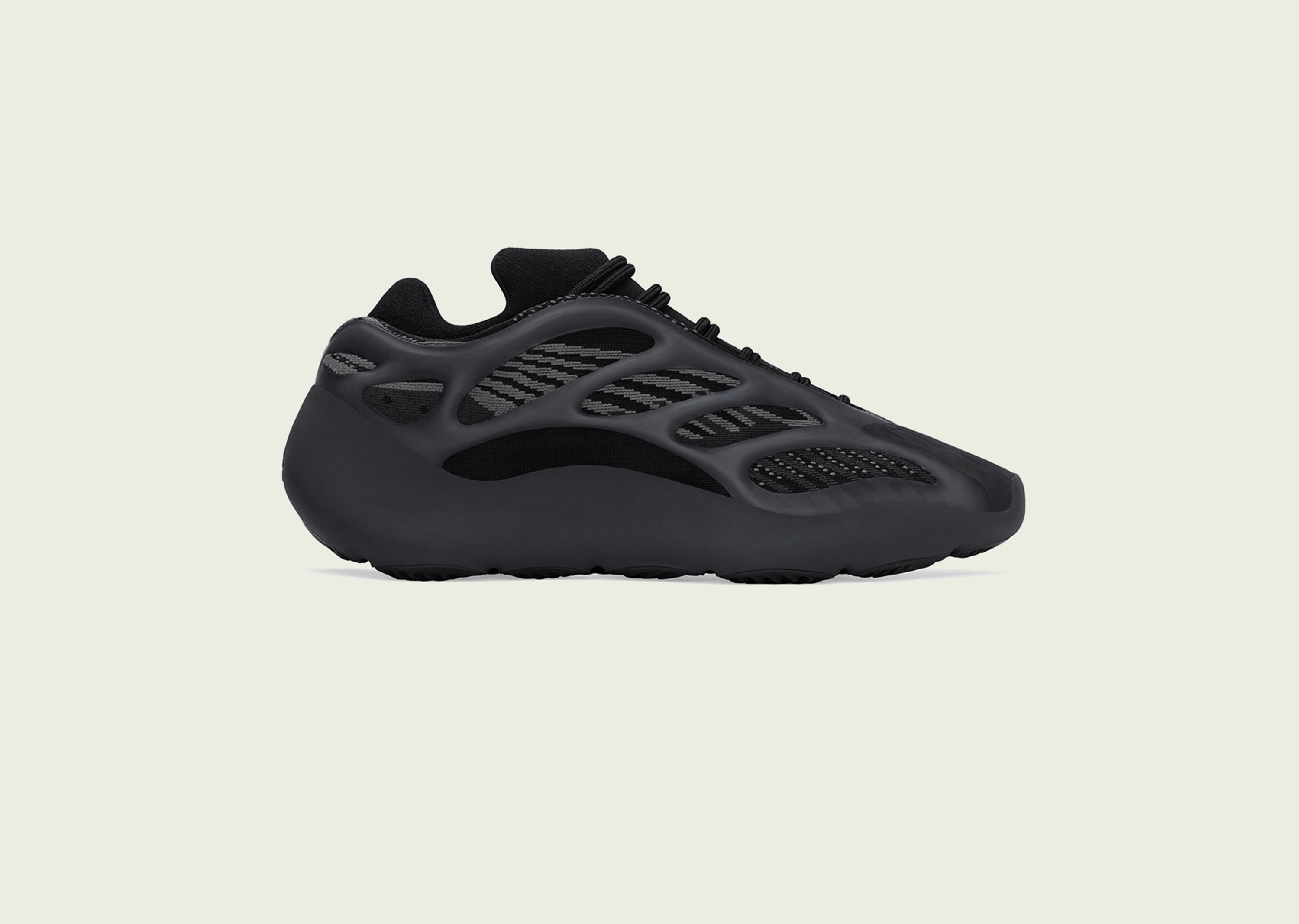 yeezy_alvah_blog_0001_YEEZY_700_V3_ALVAH_Right_Social_IG_1200x1200